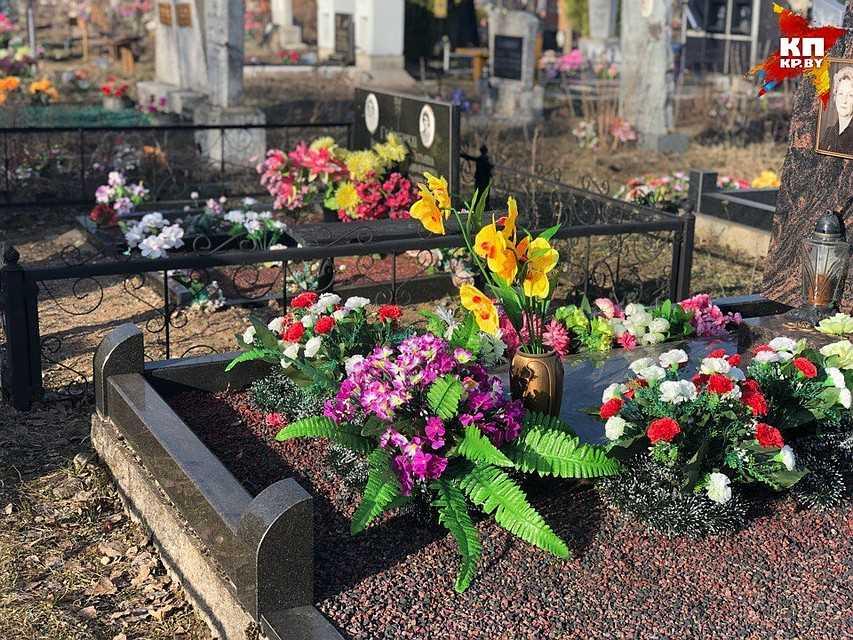Застывшая красота: какие цветы посадить на кладбище